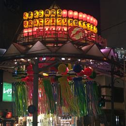 第66回阿佐谷七夕まつり夜のパールセンター入口